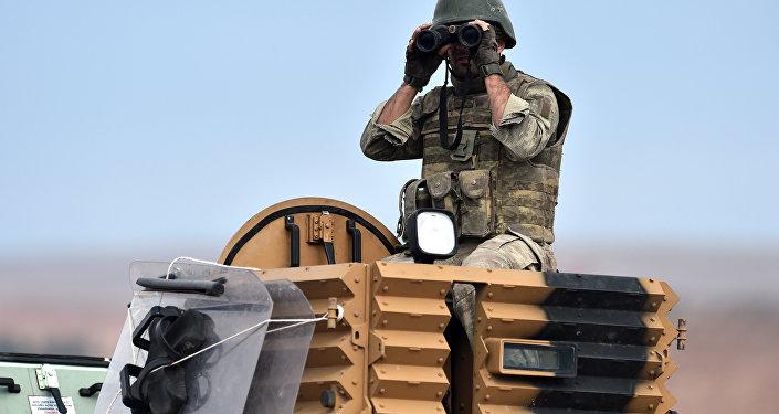 Soldado turco en la frontera de Turquía con Siria