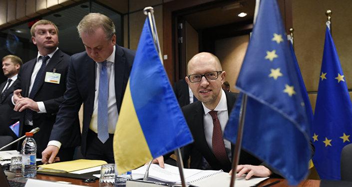 Primer ministro de Ucrania, Arseni Yatseniuk durante una reunión con la UE
