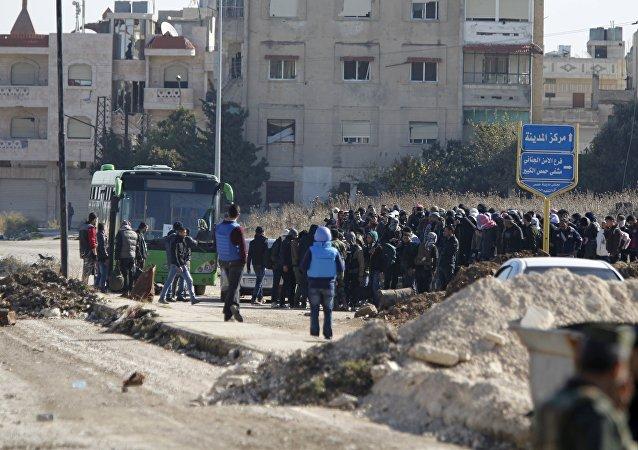 Casi 300 combatientes abandonan la ciudad siria de Homs tras tregua
