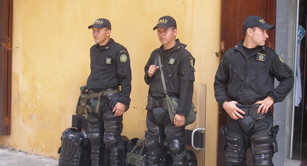 Полиция Колумбия патрулирует улицы Картахены