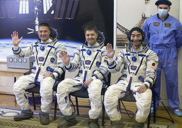 Cosmonautas Kjell Lindgren, Oleg Kononenko y Kimiya Yui (archivo)