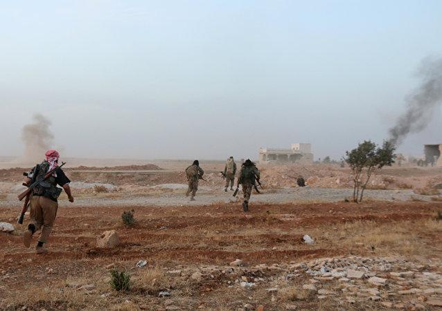 Milicianos sirios cerca de Alepo (Archivo)