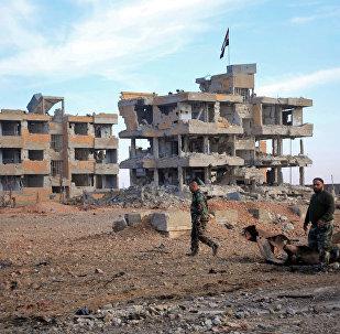 Soldados sirios en afueras de Alepo