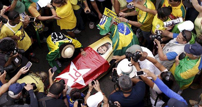 Fracaso de las manifestaciones a favor del impeachment de Dilma Rousseff