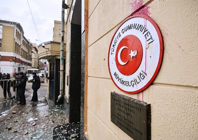 Embajada de Turquía en Moscú después de la manifestación antiturca