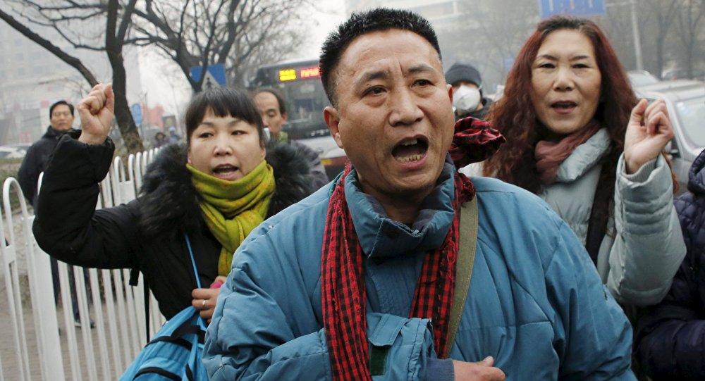 Manifestación en apoyo de Pu Zhiqiang cerca del tribunal en Pekín