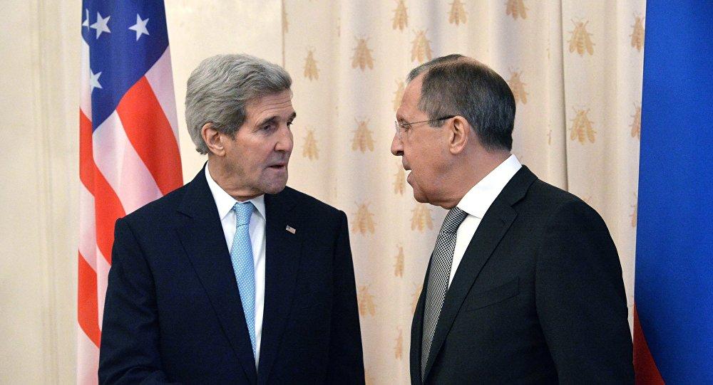 El encuenro de John Kerry, el Secretario de Estado de EEUU y Serguéi Lavrov, ministro de Exteriores de Rusia en Moscú, el 15 de diciembre de 2015