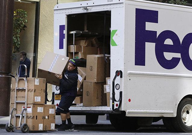 Un empleado de FedEx