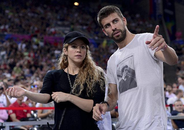 Shakira y su marido, el futbolista español Gerard Pique, en 2014 (Archivo)
