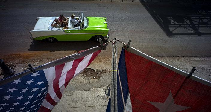 Banderas de EEUU y Cuba en La Habana (archivo)