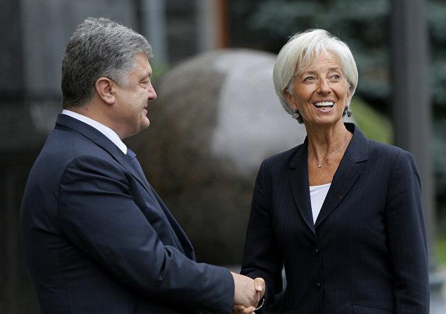 Presidente de Ucrania, Petró Poroshenko y directora del FMI, Christine Lagarde