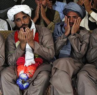 Ciudadanos afganos detenidos por militares estadounidenses en Jalalabad (archivo)