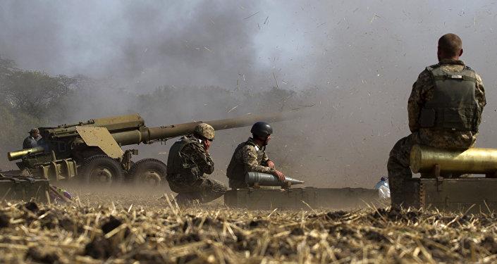 Soldados ucranianos durante los ejercicios cerca de la ciudad de Mariúpol