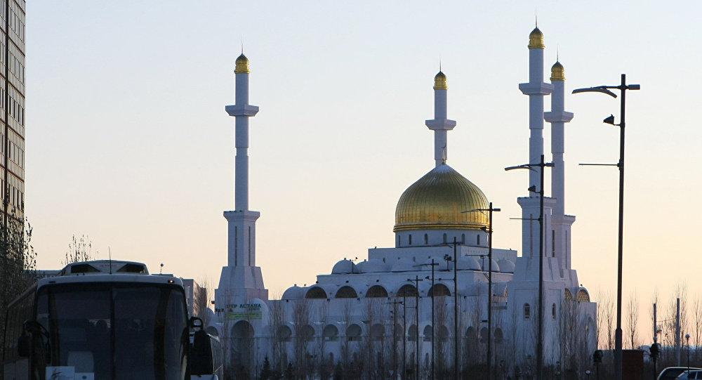 Mezquita Nur Astaná en la capital de Kazajistán