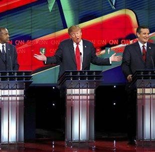 Candidatos republicanos a la presidencia de EEUU, Ben Carson, Donald Trump  y Ted Cruz durante el debate electoral