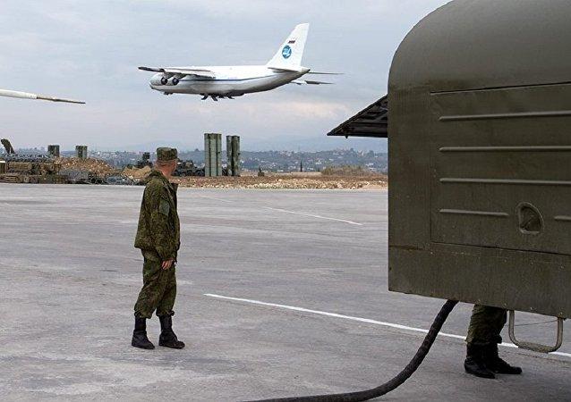 Militares rusos en la base aérea siria de Hmeimim