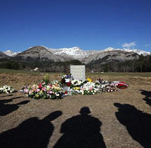 Estela en homenaje a las víctimas del siniestro en los Alpes