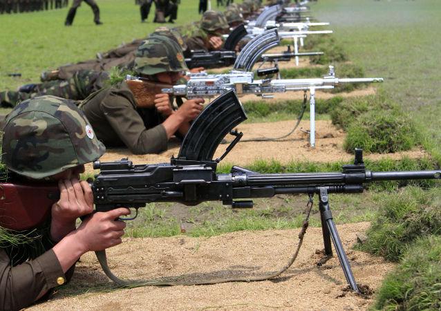 Soldados nocrcoreanos durante maniobras