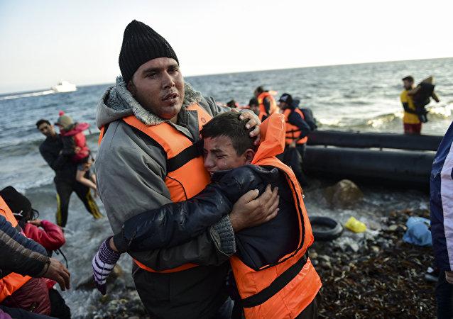 Refugiados tras cruzar el mar de Egeo