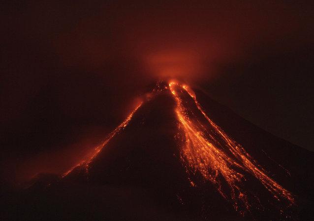 Erupción de un volcán (imagen referencial)