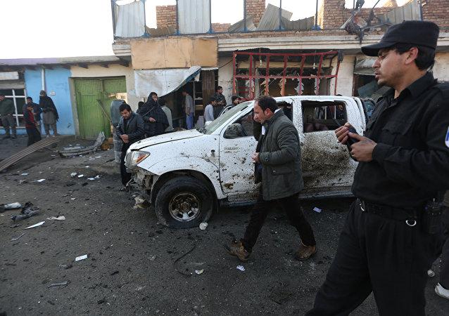 Lugar del atentado suicida cerca del aeropuerto de Kabul, la capital de Afganistán