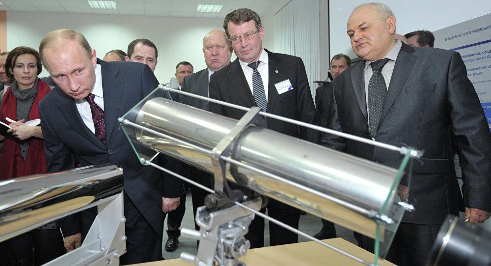 Vladímir Putin en el Instituto de Estudios Físicos del Centro Nuclear Federal de Rusia (febrero de 2012)