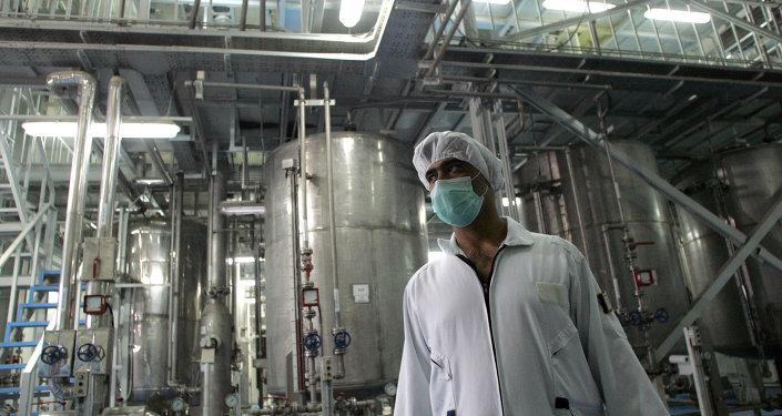 Un especialista en la planta de la conversión nuclear en Irán (imagen referencial)