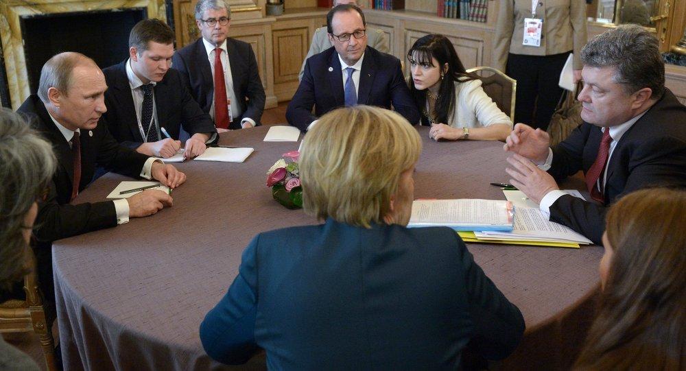 Angela Merkel, Vladímir Putin, Francois Hollande y Petró Poroshenko durante la cumbre del Cuarteto de Normandía (archivo)