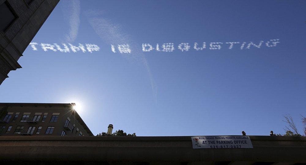 Mensaje en el cielo dice Trump es repugnante, California
