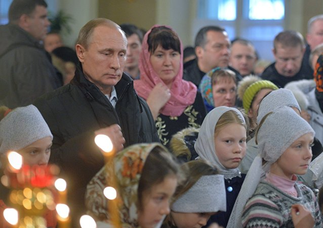 Vladímir Putin, el presidente de Rusia, toma parte en la Misa Navideña