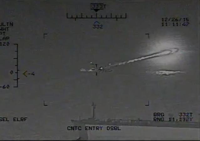 Screenshot  del vídeo de disparo de misiles iraníes cerca de los portaviones estadounidenses