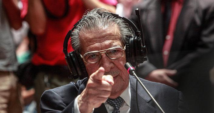 El ex general Efraín Ríos Montt dando testimonio durante el juicio (archivo)