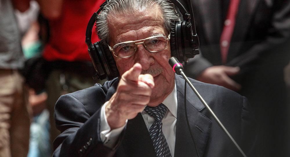 El ex general Efraín Ríos Montt dando testimonio durante el juicio