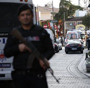 Policía en el lugar del atentado en Estambul
