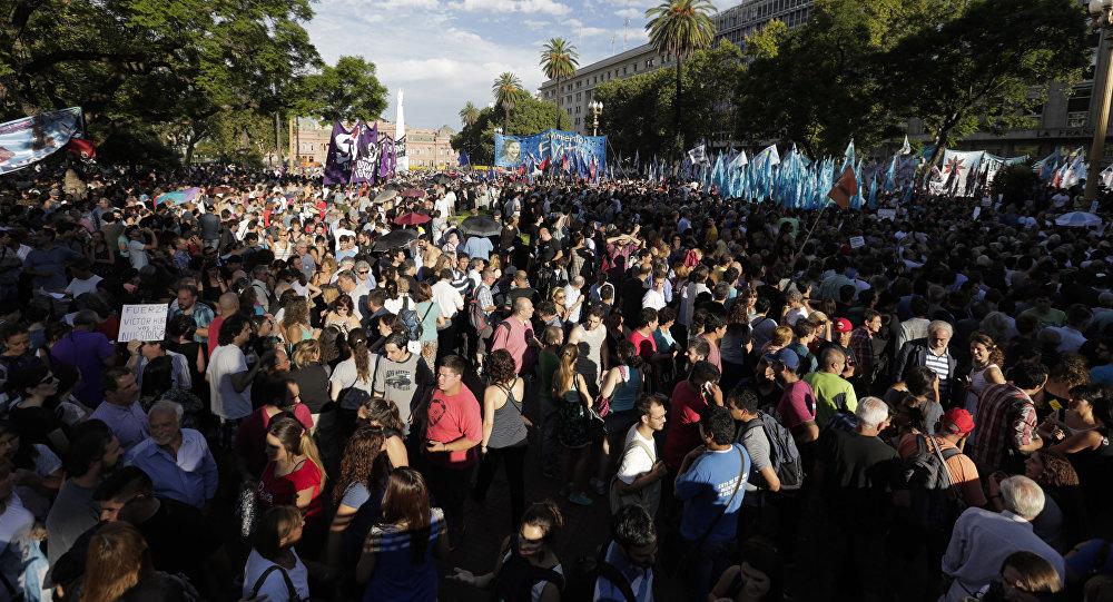 Manifestación de protesta en la Plaza de Mayo, Buenos Aires