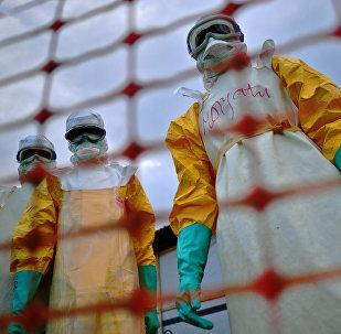 Médicos que luchan contra ébola en África