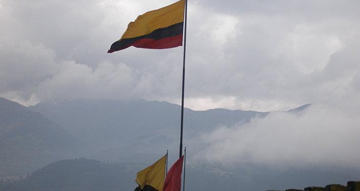Флаг Эквадора на территории высшего военного училища. Архив