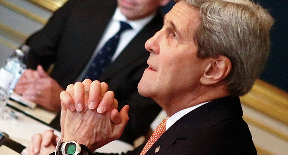 U.S. Secretary of State John Kerry faces Iranian Foreign Minister Javad Zarif (not pictured) during a meeting in Vienna November 21, 2014.