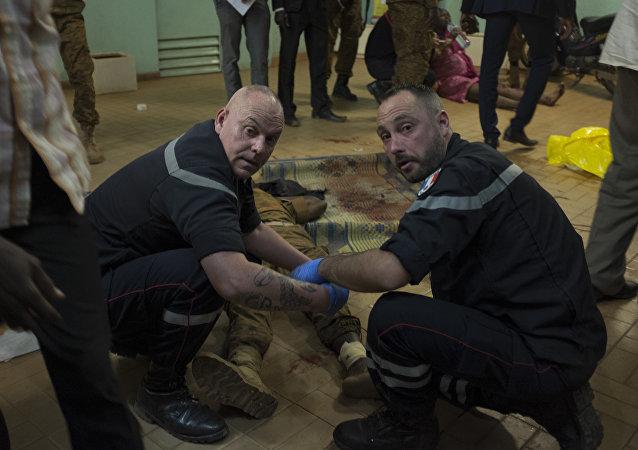 Equipo francés de respuesta rápida trabaja en el lugar del ataque terrorista