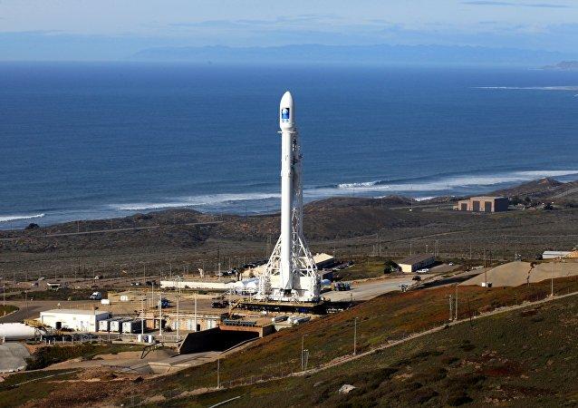 Cohete Falcon 9 con