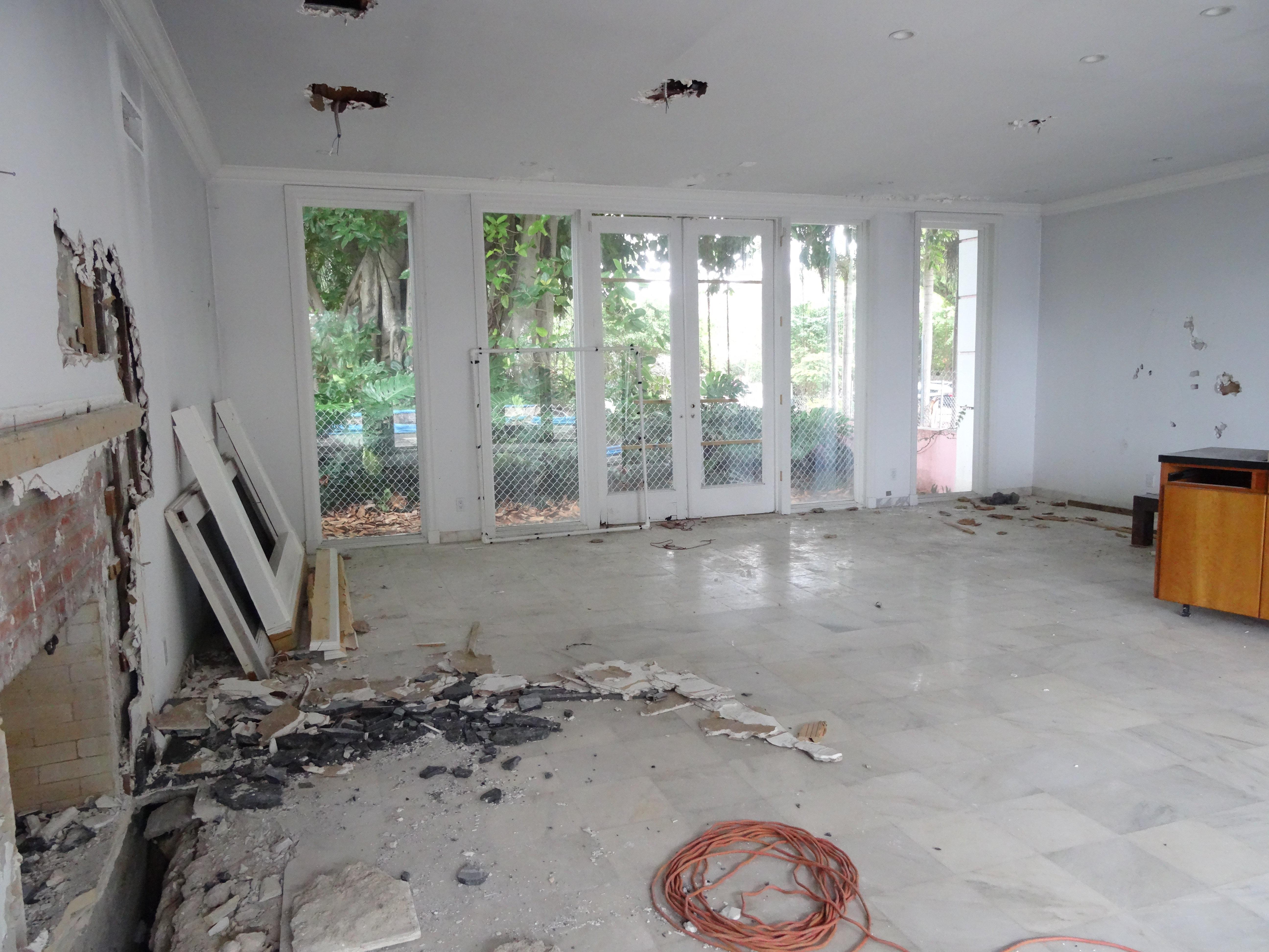 Cazatesoros Invaden La Casa De Pablo Escobar En Miami