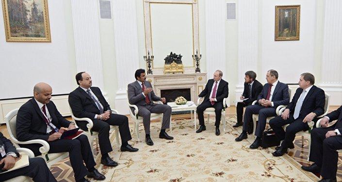 Tamim bin Hamad Al Zani, emir de Catar y Vladímir Putin, presidente de Rusia (archivo)