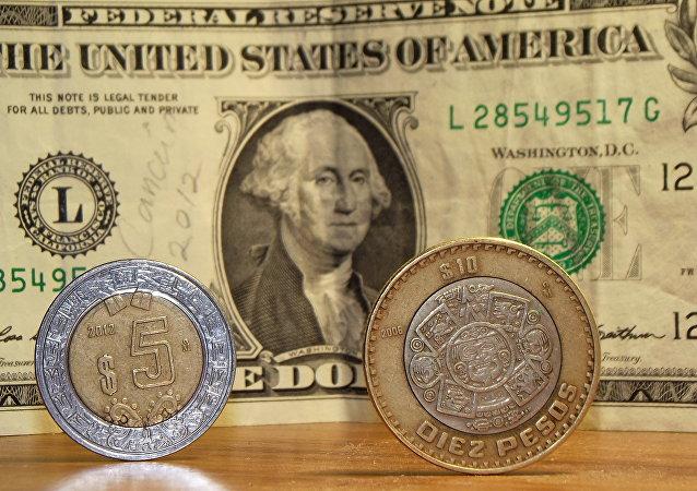 Pesos mexicanos y dólares de EEUU