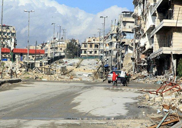 Residentes en la vecindad de al-Shaar en Alepo. El 19 de enero del 2016.