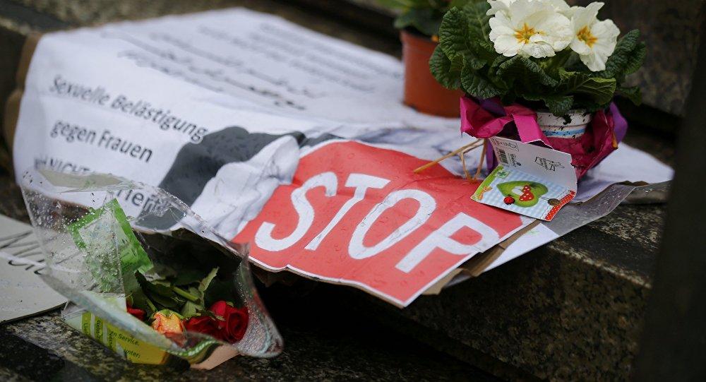 Las flores en Colonia en el lugar de los asaltos ocurridos en Nochevieja