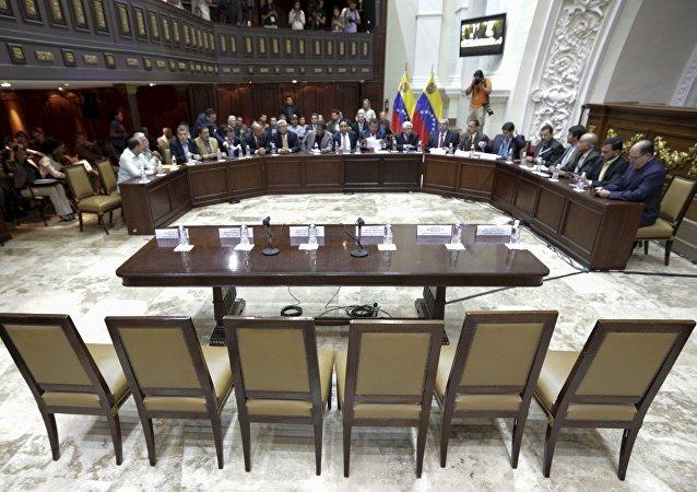 Ministros rehúsan presentarse al Parlamento en Venezuela