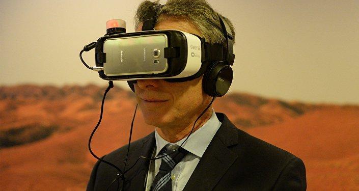 Mauricio Macri probando una realidad en Davos: foto colocada en su página oficial en Facebook