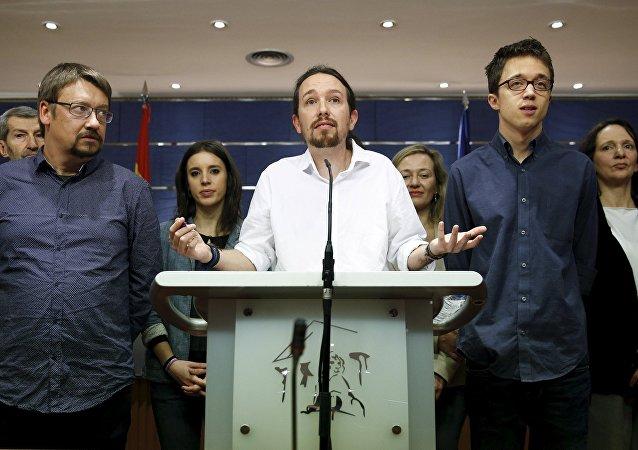 El líder de Podemos Pablo Iglesias habla durante una rueda de prensa