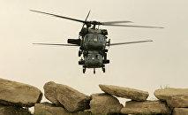 Dos helicópteros norteamericanos en Mosul