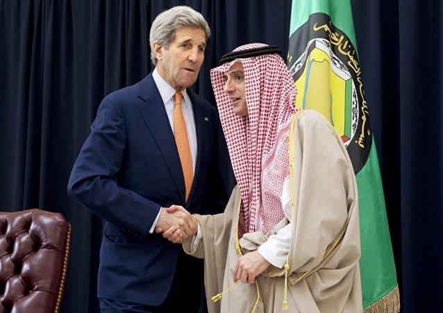 John Kerry, secretario de Estado de EEUU, y Adel al Jubeir, canciller de Arabia Saudí